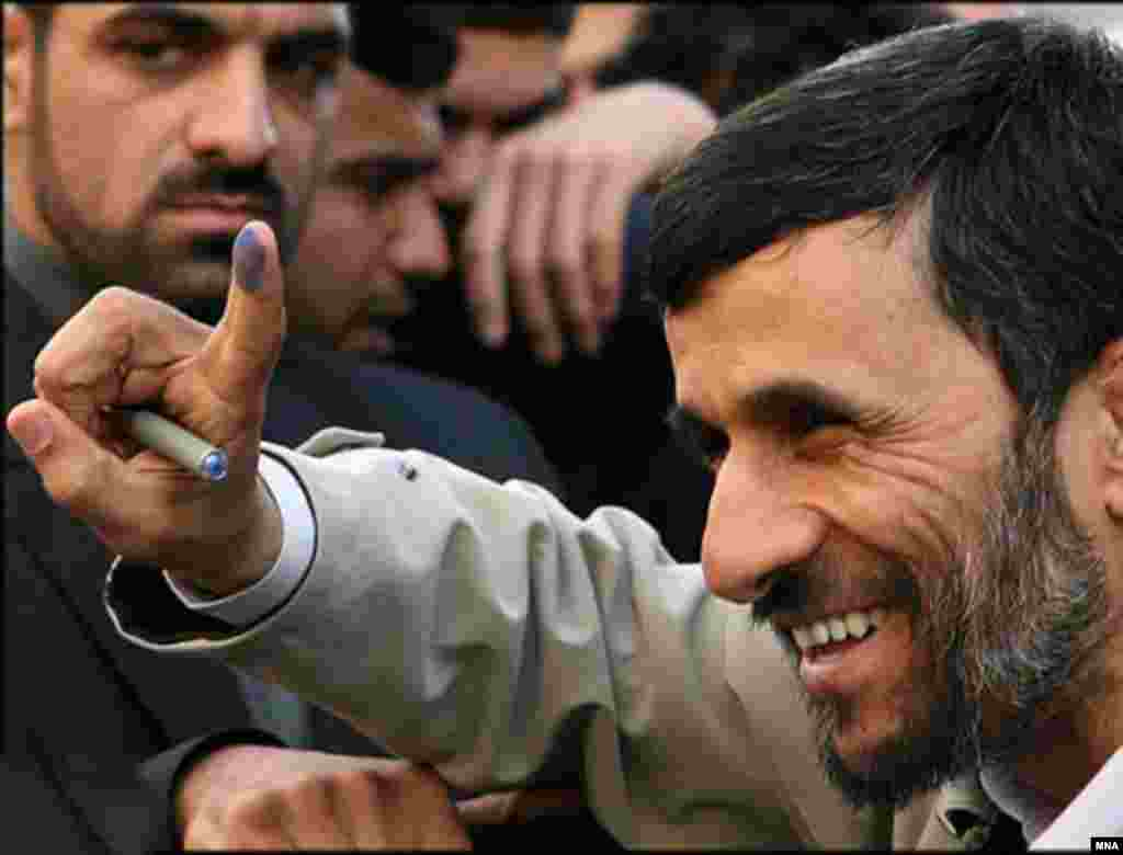 Iran - Mahmoud Ahmadi nejad was voting in elections for municipal councils and the Assembly of Experts, Tehran, 15Dec2006