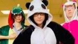 Nastavnica u odelu pande postala vlogerka