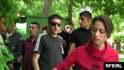 "Armenia -- Ani Gevorgian, a journalist with ""Haykakan Zhamanak"" daily, moments before her arrest, 31May 2010."