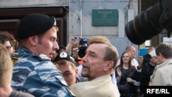 Moscow riot police detain rights activist Lev Ponomarev.