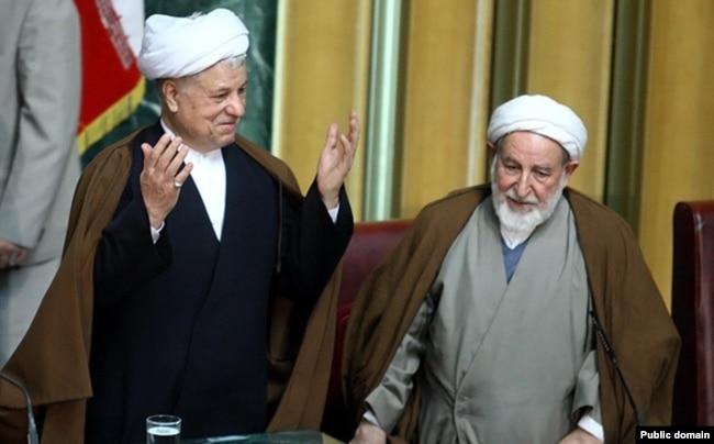 در کنار اکبر هاشمی رفسنجانی در یکی از اجلاسیههای مجلس خبرگان