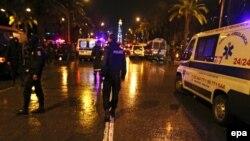 Թունիս - Ոստիկանները և փրկարարները պայթյունի վայրում, 24-ը նոյեմբերի, 2015թ.