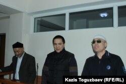 АЙыпталушылар - Кенжебек Әбішев, Алмат Жұмағұлов және Оралбек Омыров сотта, 1 қазан 2018 жыл.