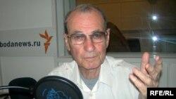 Vladimir Motyl in the RFE/RL studios in June 2007