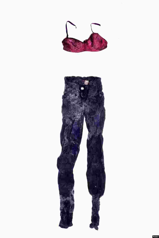 Фред Рамос, Сальвадор, перша премія, номінація «Повсякденне життя»: Одяг невідомої жінки, тіло якої знайшли на плантації