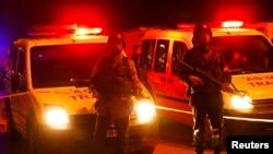 Түркияда жарылыс болған орында жүрген полиция қызметкерлері (Көрнекі сурет).