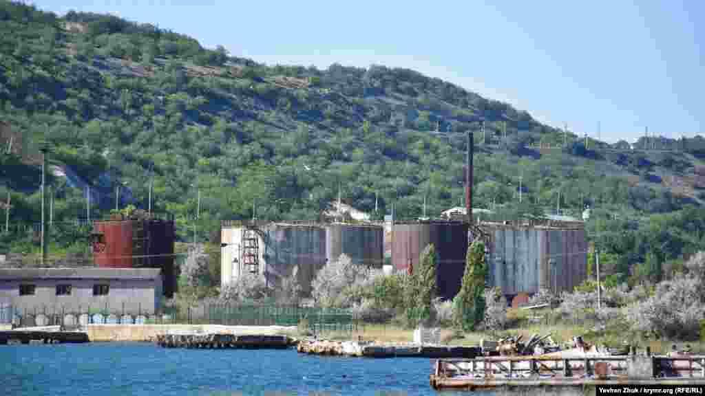 Нефтехранилище Черноморского флота в Графской бухте