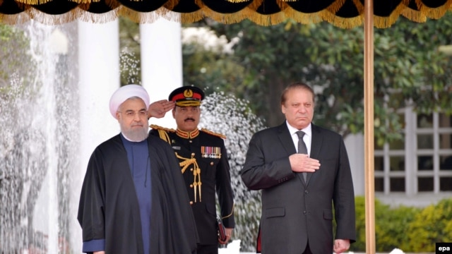 Pakistani Prime Minister Nawaz Sharif (right) with Iranian President Hassan Rohani (left) before their talks in Islamabad on March 25.