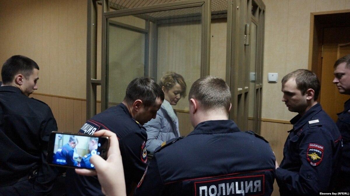 Россия: 17-летняя дочь оппозиционной активистки умерла, мать пустили в реанимацию из-под домашнего ареста