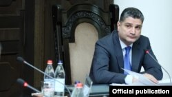 Վարչապետ Տիգրան Սարգսյանը ղեկավարում է կառավարության նիստը, արխիվ
