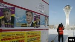 Агитационные плакаты кандидатов накануне президентских выборов в Казахстане. Астана, 1 декабря 2005 года.