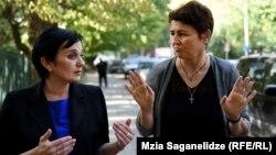 В роли переводчика выступает Майя Кублашвили (слева)