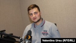 Mihai Curagău în studioul Europei Libere