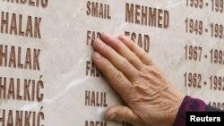 Spomenik žrtvama ubijenim u Kozarcu 1992.