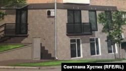 Фасад дома до приезда судебных приставов