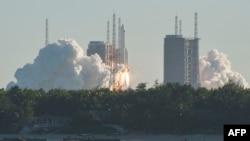 O rachetă chinezească lansată de pe cosmodromul din insula Hainan