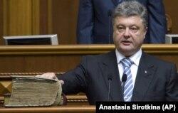 Петро Порошенко під час інавгурації на посаду президента у 2014 році