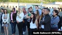 Studenti iz Hrvatske, Srbije, Makedonije i Bosne i Hercegovine prilikom posjete Memorijalnom centru Potočari