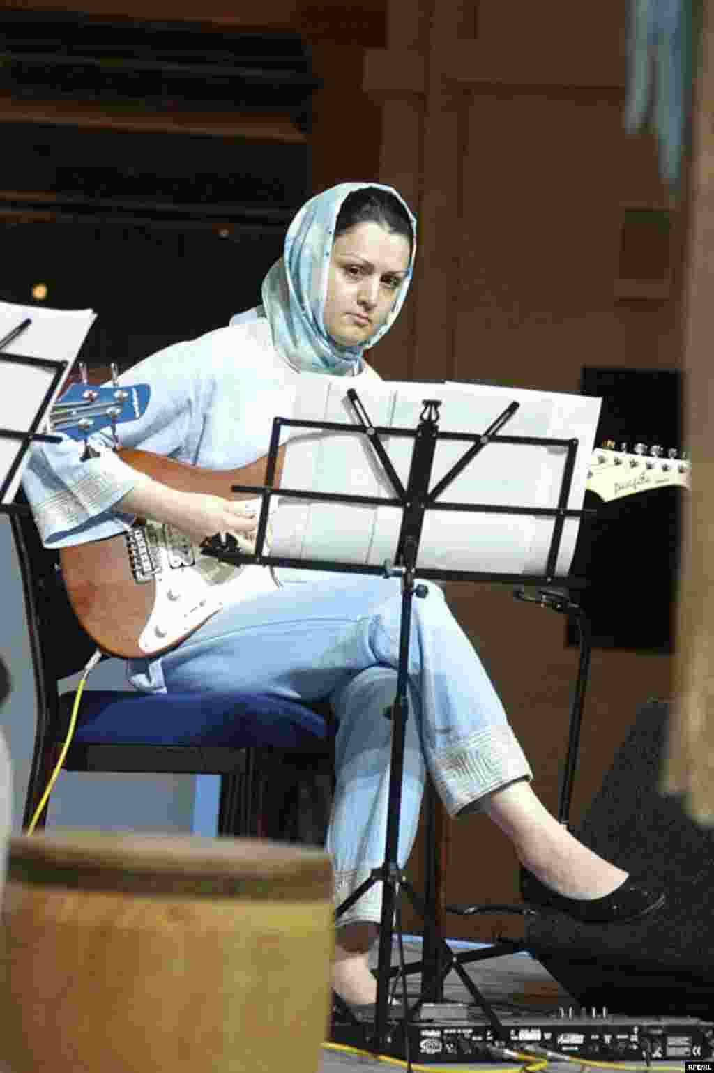 UAE, Darya Music Band, All women Iranian Band based in Iran, 03/31/2007