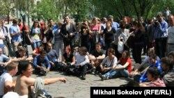 """Оппозиционные """"народные гуляния"""" на Чистых прудах в Москве"""