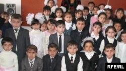 Таджикские школьники, 23 февраля 2009 года.