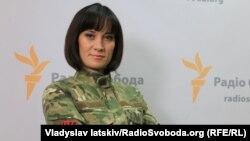 Блогерка та волонтерка Маруся Звіробій повідомила, що правоохоронці під час обшуку в неї вдома забрали телефон, зброю та блокнот