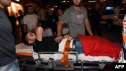 Իսրայել - Բեեր Շևայում հարձակման հետևանքով վիրավորված անձին տեղափոխում են դեպքի վայրից, 18-ը հոկտեմբերի, 2015թ․