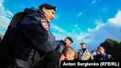 Задержание участника акции оппозиции в центре Москвы, 10 августа 2019 года