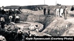 Розкопки Успенського собору в Крилосі археологом Ярославом Пастернаком, 1937 рік. Фото з архіву Юрія Лукомського