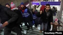 Migranti na aerodromu u Kelnu, ilustracija