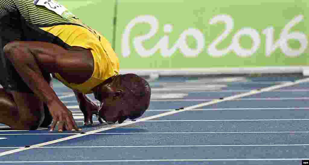 Usain Bolt of Jamaica kisses the track after winning the men's 200m final.