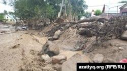 Потоки селевой грязи приблизились к Алма-Ате