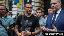 Активіст Сергій Стерненко (посередині), архівне фото