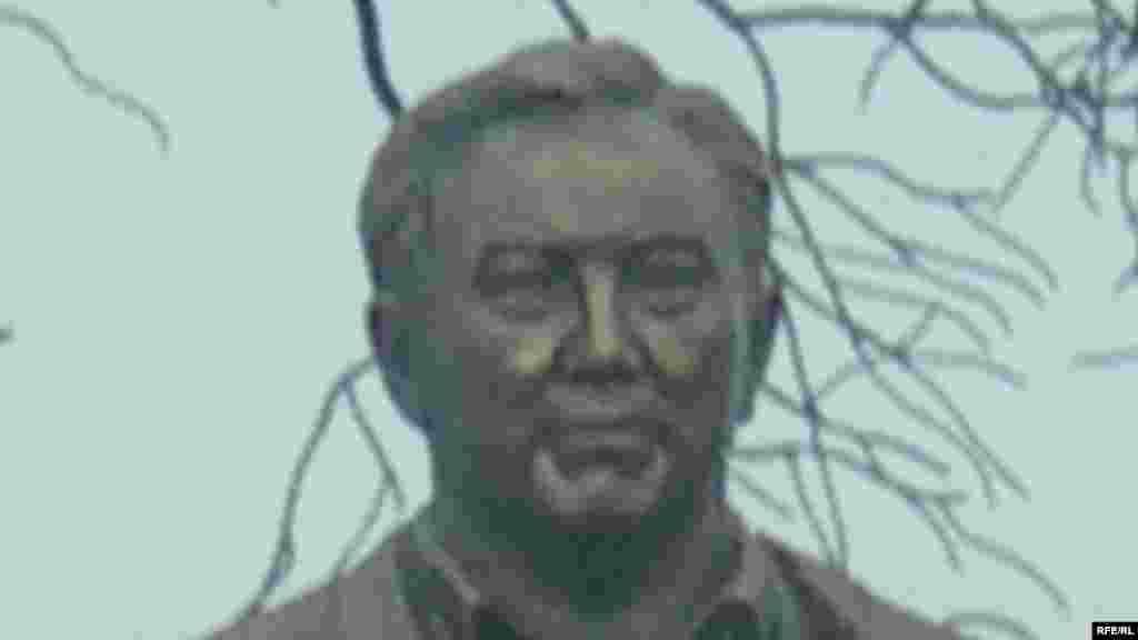 Фрагмент памятника Назарбаеву на территории культурно-этнографического комплекса «Рух-Ордо» имени Чингиза Айтматова на берегу Иссык-Куля. Чолпон-Ата, июнь 2007 года.