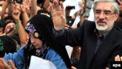 میرحسین موسوی و همسرش زهرا رهنورد