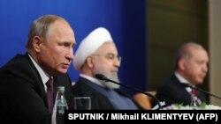 Ресей президенті Владимир Путин (сол жақта), Иран президенті Хасан Роухани (ортада) және Түркия президенті Режеп Ердоған. Тегеран, 7 қыркүйек 2018 жыл.