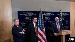 Америкалық сенаторлар (солдан оңға қарай): Линдси Грэм, Джон Баррассо және Джон Маккейн. Иерусалим, қаңтар 2014 жыл