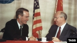 U.S. President George Bush (left) and Soviet leader Mikhail Gorbachev during a joint press conference in Valletta, Malta, on December 3, 1989.