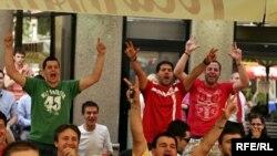 Сербия празднует победу своей сборной над Германией