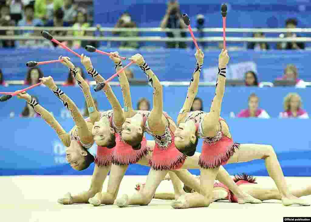 Көркем гимнастикадан Қазақстан командасының финалда өнер көрсетіп жатқан сәті. Нанкин, 27 тамыз 2014 жыл.