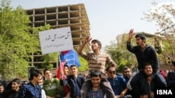 تجمع اعتراضی بسیجیها در مقابل سفارت عربستان سعودی در تهران
