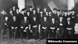 Tarixi foto: Türkiyə nümayəndə heyəti İsveçrənin Lozanna şəhərində. 24 iyul 1923-cü il