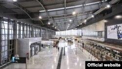 """Pamje nga Aeroporti Ndërkombëtar i Prishtinës, """"Adem Jashari""""."""