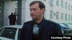 Ангренский правозащитник Дмитрий Тихонов.