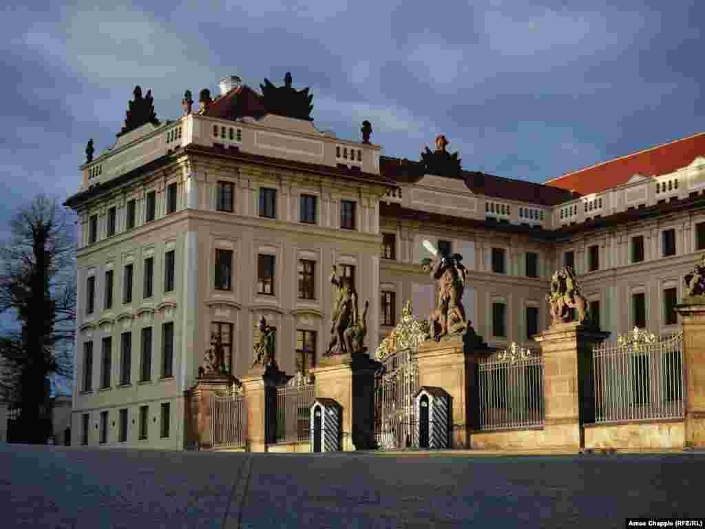 Праганын жаңы тарыхында бул жай саналуу гана учурда жабылып, сакчылар ордун узакка таштап кетишкен.