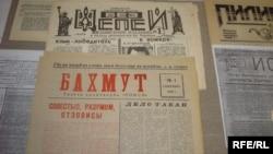 Експонати виставки «Український періодичний самвидав і неформальна преса 1964-1991 років» у Львові, січень 2009 року