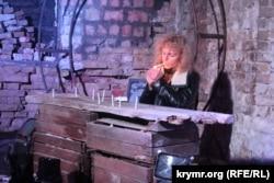 Кримський режисер і актор театру Галина Джикаєва в ролі «ополченця»