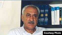 حسن انوشه دارای دکترای ادبيات فارسی از دانشگاه تهران است وبيش از پانزده جلد کتاب در زمينه تاريخ ايران ترجمه کرده است