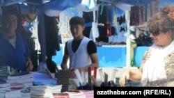 Aşgabatda mekdep bazary