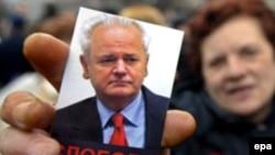 Слободана Милошевича, возможно, похоронят в Москве